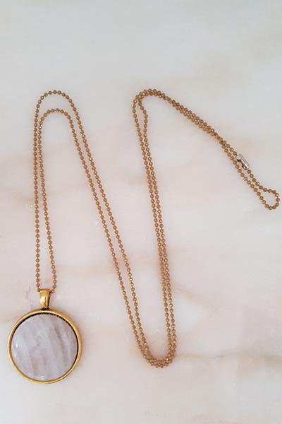 Door Roos rozenkwarts medaillon gold ketting