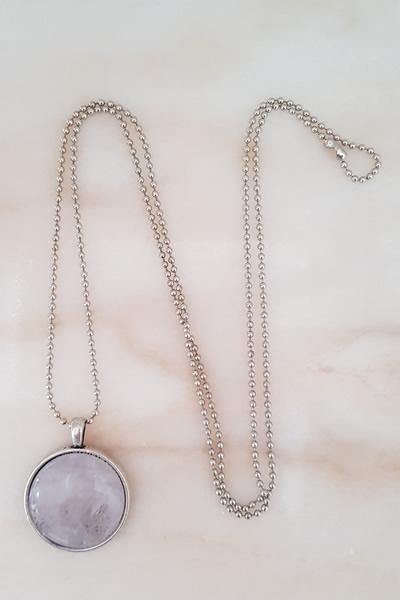 Door Roos rozenkwarts medaillon zilver ketting